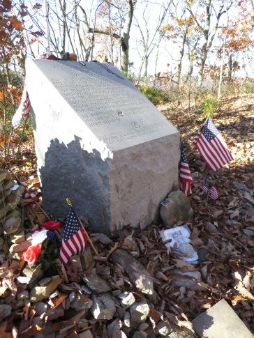 La tombe d'Audie Murphy (à ne pas confondre avec Eddy): soldat américain le plus décoré, mort en avion sur les massifs virginiens
